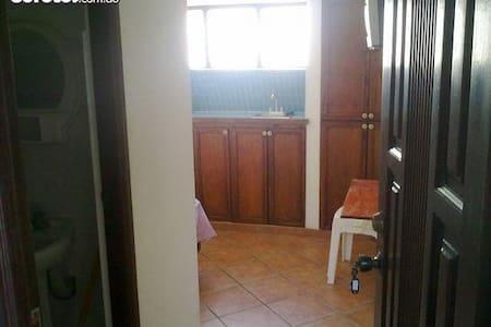 Habitacion amueblada independiente - Santo Domingo Este