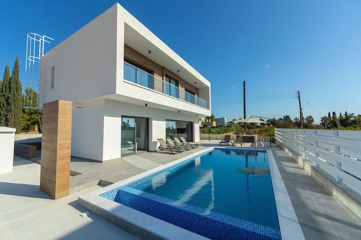Villa Andre, walking distance to Coral Bay