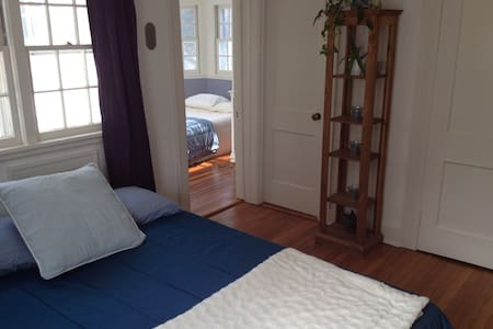 @WESLEYAN - 2 Rooms w/ private bath - Middletown - House