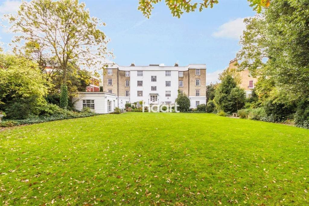 Spacious communal garden. Photo from Haart.com
