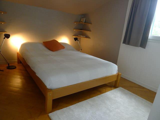 Chambre mansardée little de 9 m2 avec vue sur le chêne