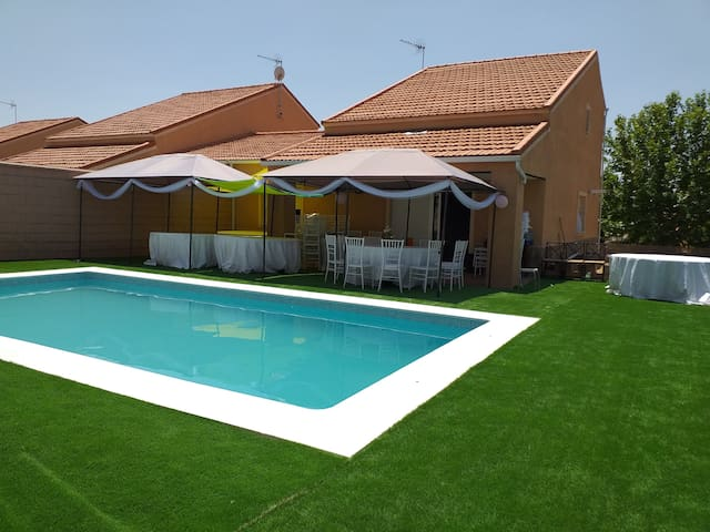 Chalet con piscina y jardin ideal para disfrutar