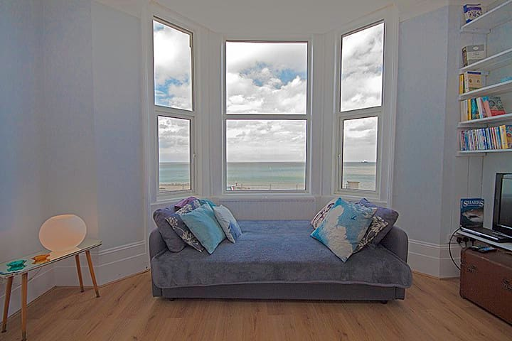 Family friendly, romantic, beachfront with parking