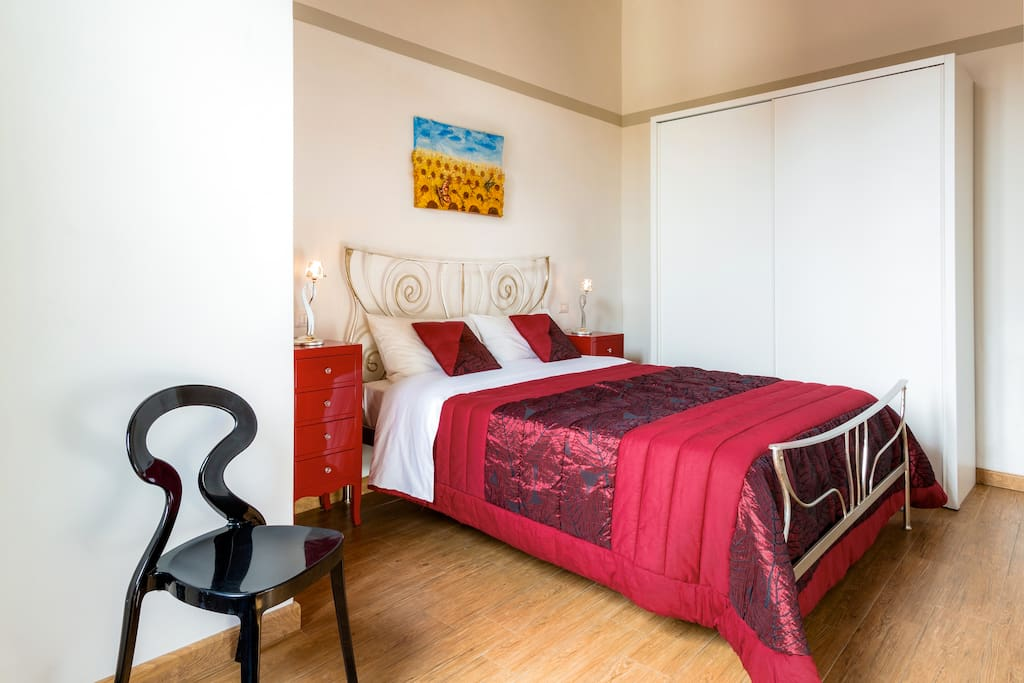 Masterbedroom with double bed, 2 nighttables and wardrobe