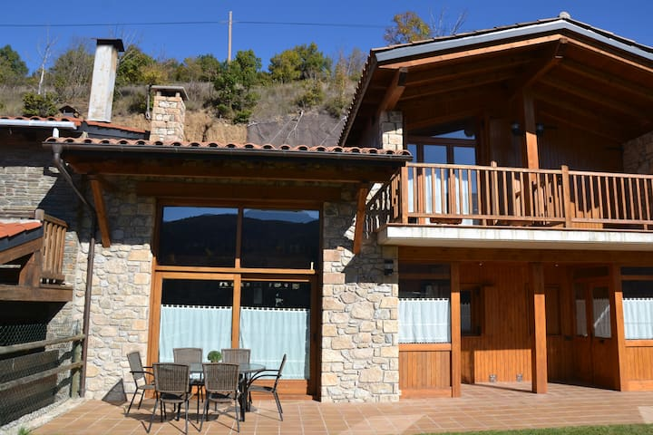 Casa para grupos en Martinet con vistas y soleada. - Martinet - Hus