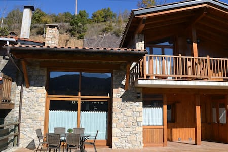 Casa para grupos en Martinet con vistas y soleada. - Martinet - House