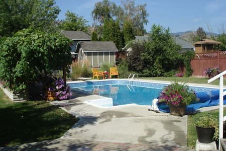 Affordable wine country w/pool - Oliver