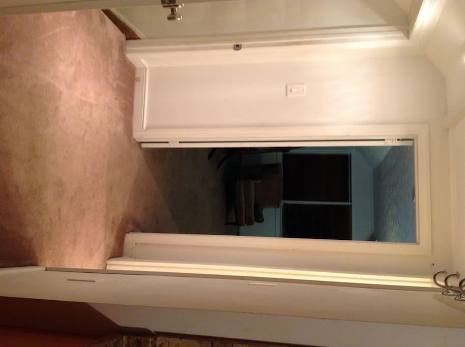 entrance landing into apt. facing bedroom