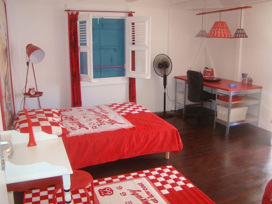 Chambre 17m2 côté rue,avec balcon et salle de bain commune à 2 chambres