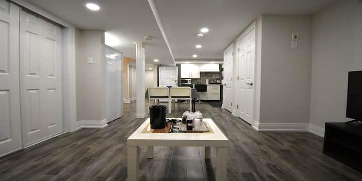 Super Clean, Spacious 1 Bedroom Basement Apartment