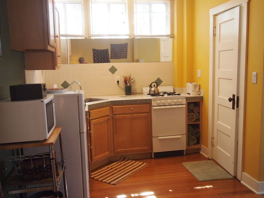 Fully equipped kitchen, 4 burner stove w/oven, hardwood floors