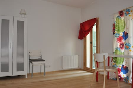 Spacious room in 2br renovated flat