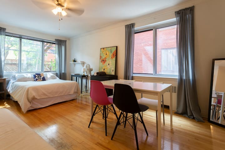 BEST LOCATION - Cozy gem in the heart of the city!