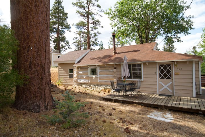 Historical Cabin Steps to Village - Big Bear Lake - Houten huisje