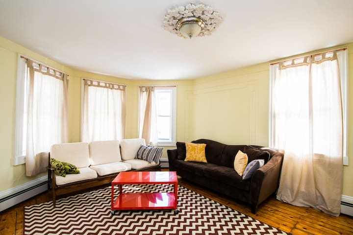 Charming and Spacious Armory Apt - Providence - Daire