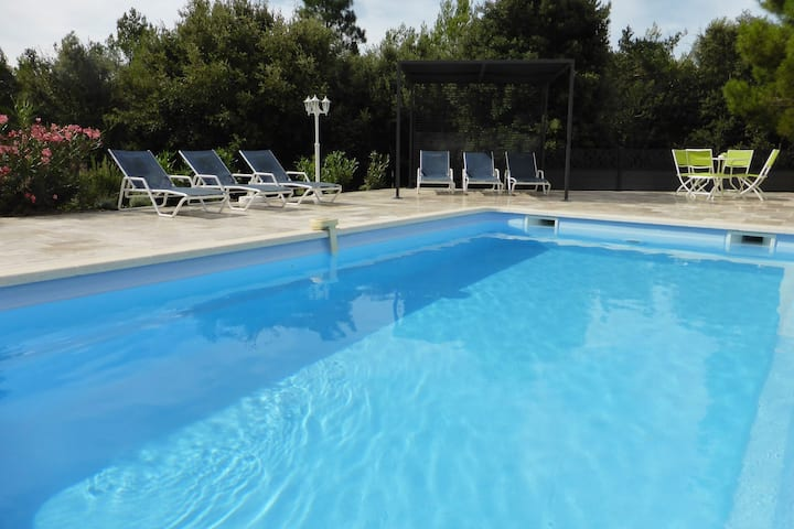 Detached spacious villa with private heated pool, 15 km from the Gorges du Verdon