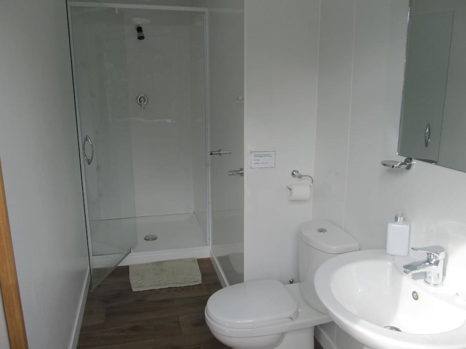 Your clean modern ensuite bathroom