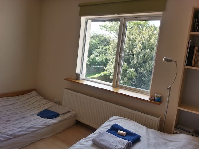 For 1-4ppl, 10min to Central London!
