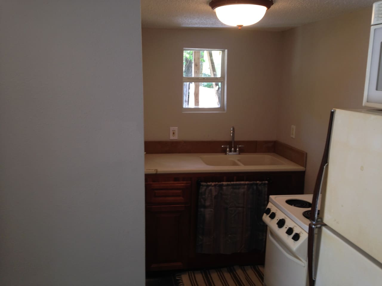 Kitchen, with microwave, range, coffee maker, dishes...