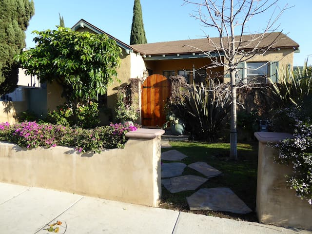 Sunny Spanish Culver City Home - Culver City - House
