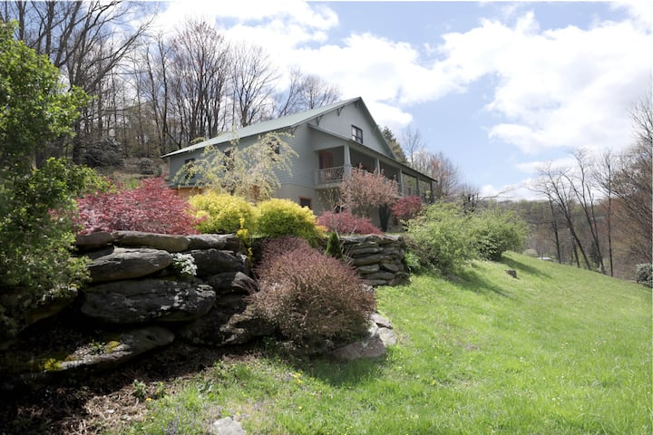The Woodbrook | 5BR Lodge w/Theater, Arcade, Hot Tub & Outdoor Kitchen. Dogs OK