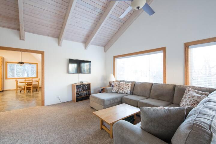 Lake Arrowhead Cabin Retreat W/ Lake Pass