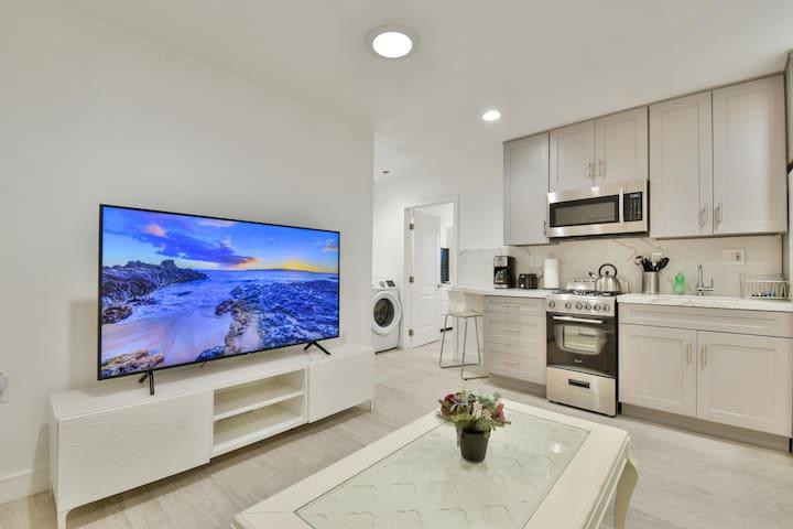 106#D Modern Apartment w/ AC , TOTO, & Parking