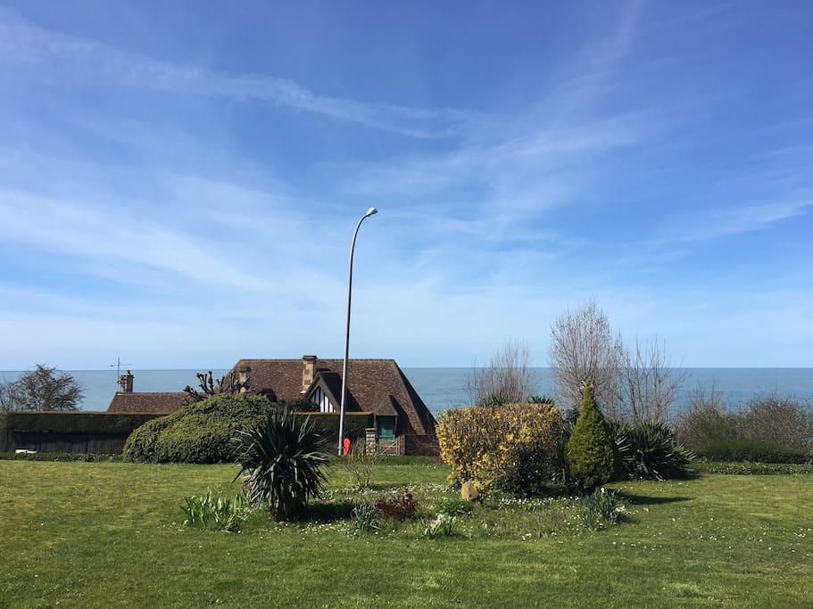 Jardin de la résidence vue mer