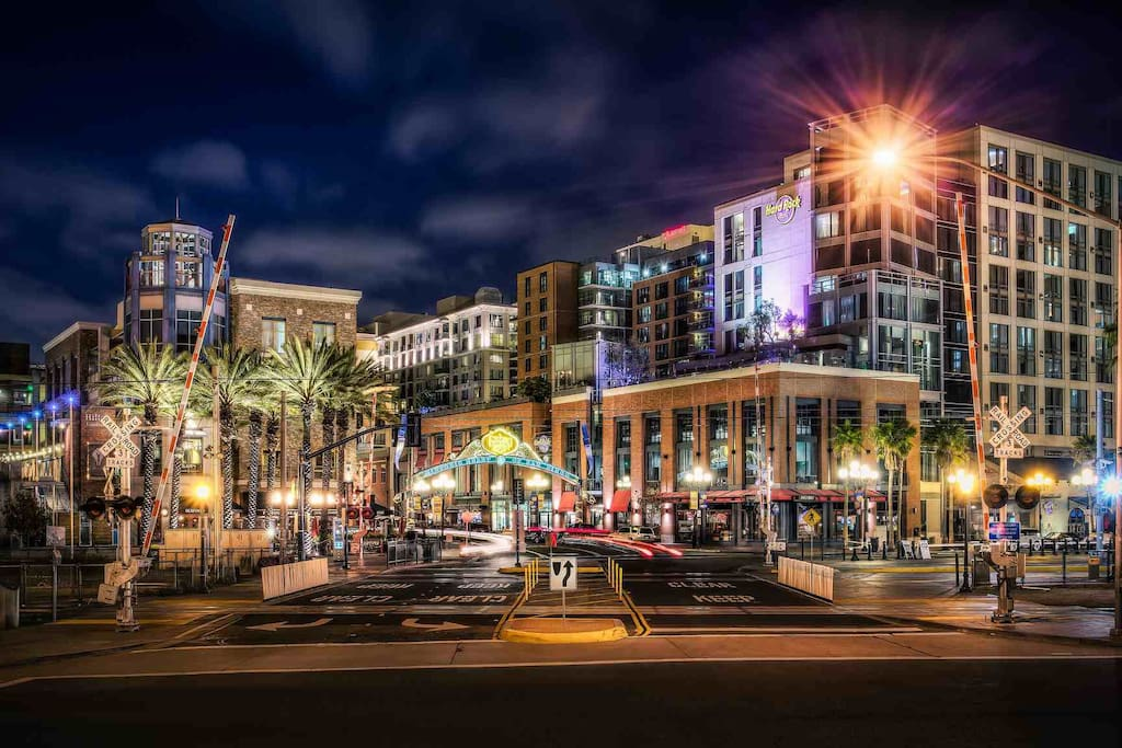 3 blocks away from Gaslamp District!