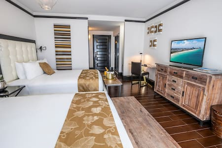 Beautiful Accommodation with Two Queen Beds Across the Street from the Beach in the Faena District Miami Beach. Gorgeous Pool, Rooftop Sundeck, 24-Hour Restaurant
