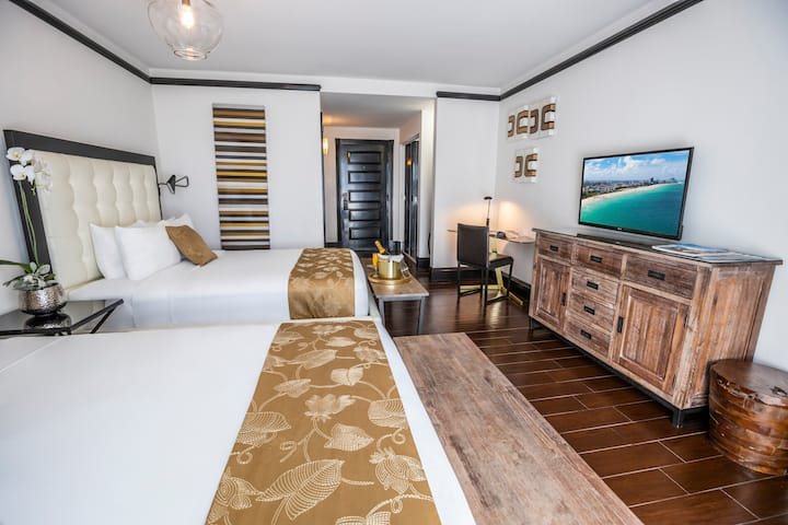 Beautiful Accommodation with Two Queen Beds Across the Street from the Beach in the Faena District Miami Beach. Gorgeous Pool, Rooftop Sundeck, Restaurant and Bar