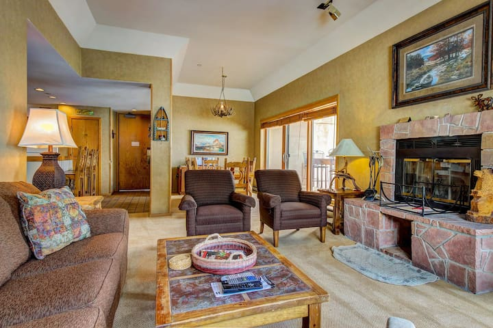 Skier's dream w/ski-in/out access, hot tub, pool, & more!