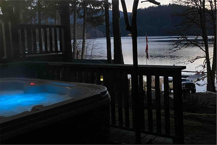 Mile 77 UPPER Lake property Cottage private HOTTUB