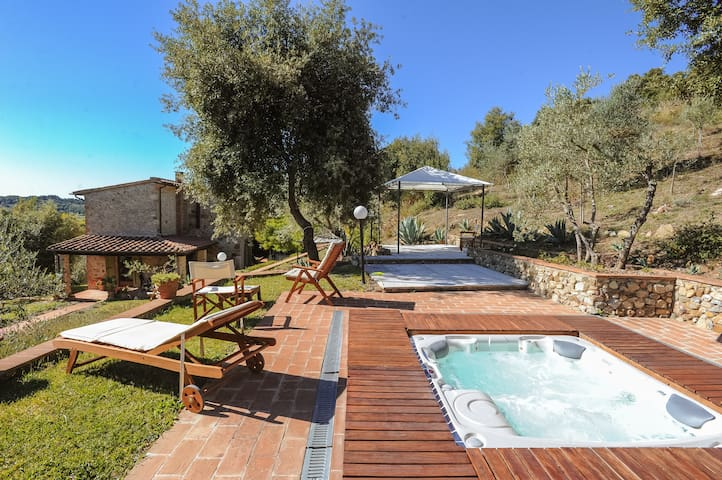 Beautiful villa with Jacuzzi - Civitella Paganico