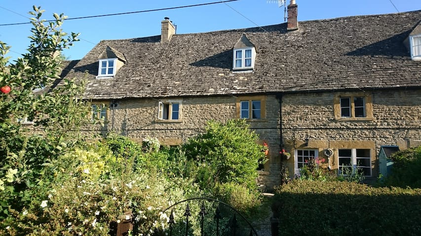 Cotswold Stone Historic Cottage