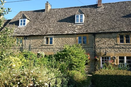 Cotswold Stone Historic Cottage - AVAILABLE