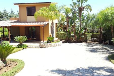 Villa Daphne - con piscina ad uso comune - Castellammare del Golfo