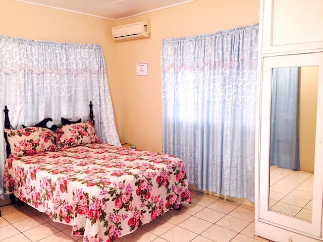Danbar Guest House Rooms - Santa Cruz - Ház