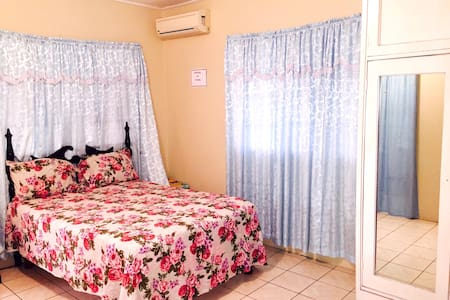 Danbar Guest House Rooms - Santa Cruz