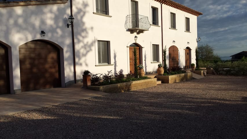 Todi 2 bed Cottage views 4 person pool sun terrace - Cecanibbi - Casa