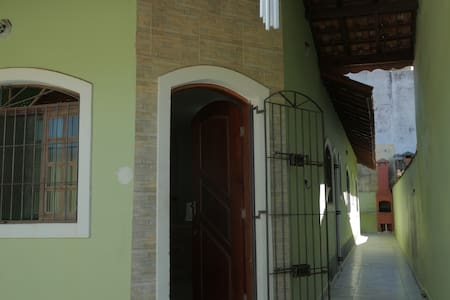 Casa em Itanhaém Satélite - 700m do mar - イタニャエン