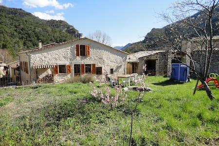 2 chambres d'hôte au pied du Vercors à 6 km de Die - Romeyer - Rumah
