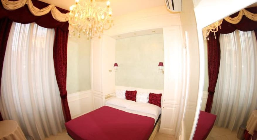 LUXURY ROOMS WITH PRIVATE BATHROOM