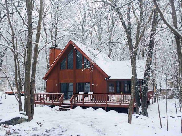 Beautiful home in Poconos 5-star gated community