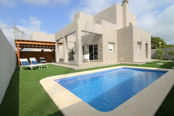 Modern Villa in Rojales with Private Swimming Pool