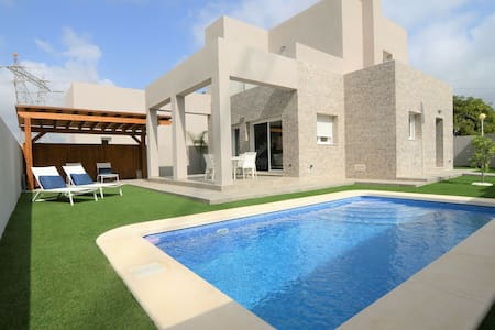 Moderne Villa in Rojales mit privatem Swimmingpool