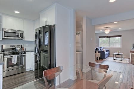Fabulous Santa Monica 2 story -2bd Close to Beach! - Santa Monica