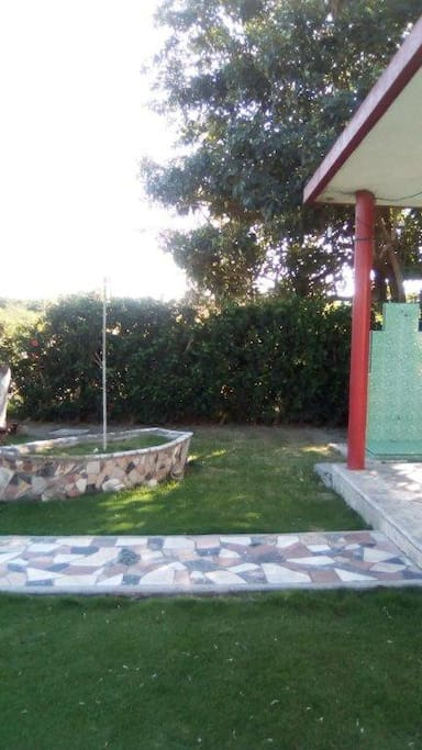 Exterior Jardin frente a la casa