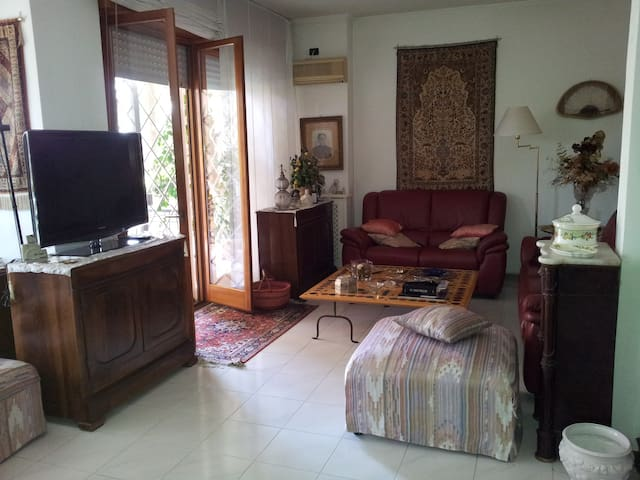 Room for rent in ROME - EUR - Roma - Casa