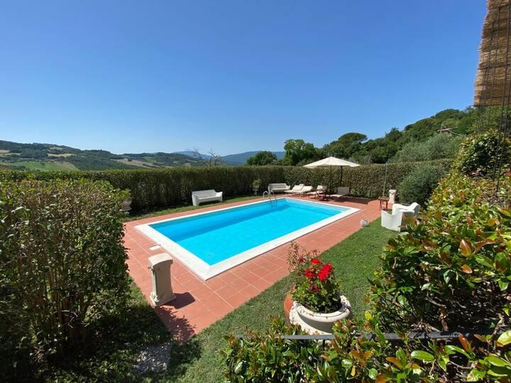 Villa con piscina  privata 40 km da Siena